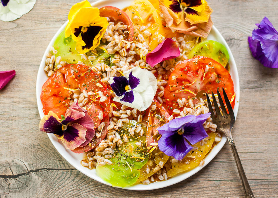 Tomato and flowers salad 4